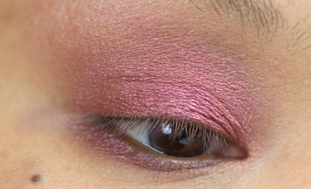 6-shu-uemura-la-maison-du-chocolat-framboise-berry-eyeshadow-palette-swatches.jpg