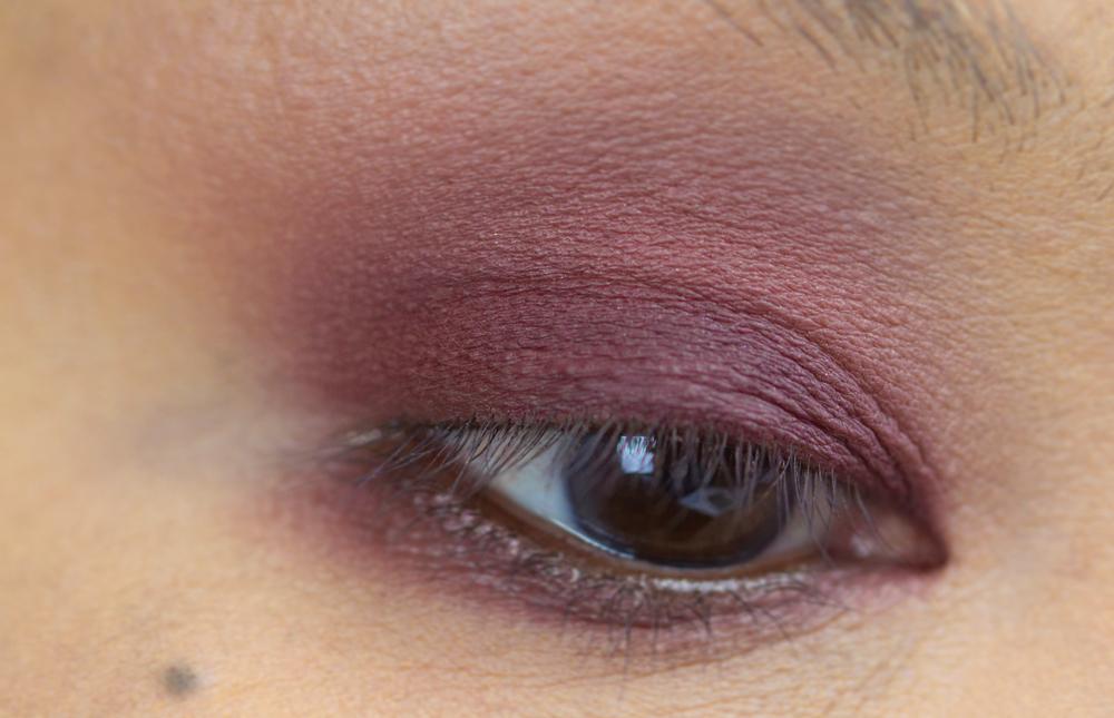 8-shu-uemura-la-maison-du-chocolat-framboise-berry-eyeshadow-palette-swatches.jpg