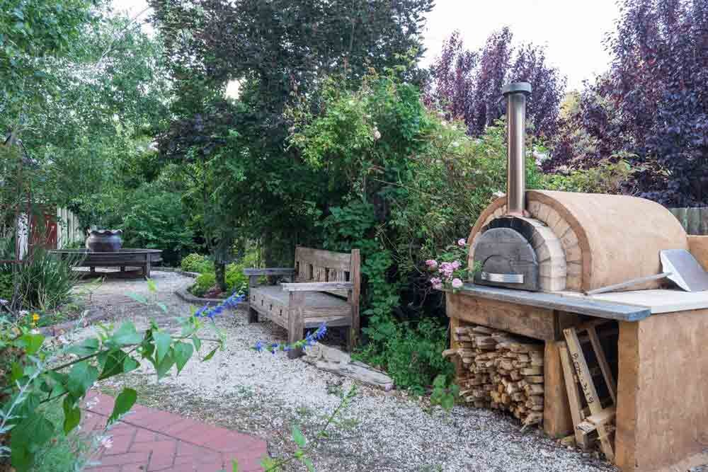 Gardens with Wood Fired Pizza Oven
