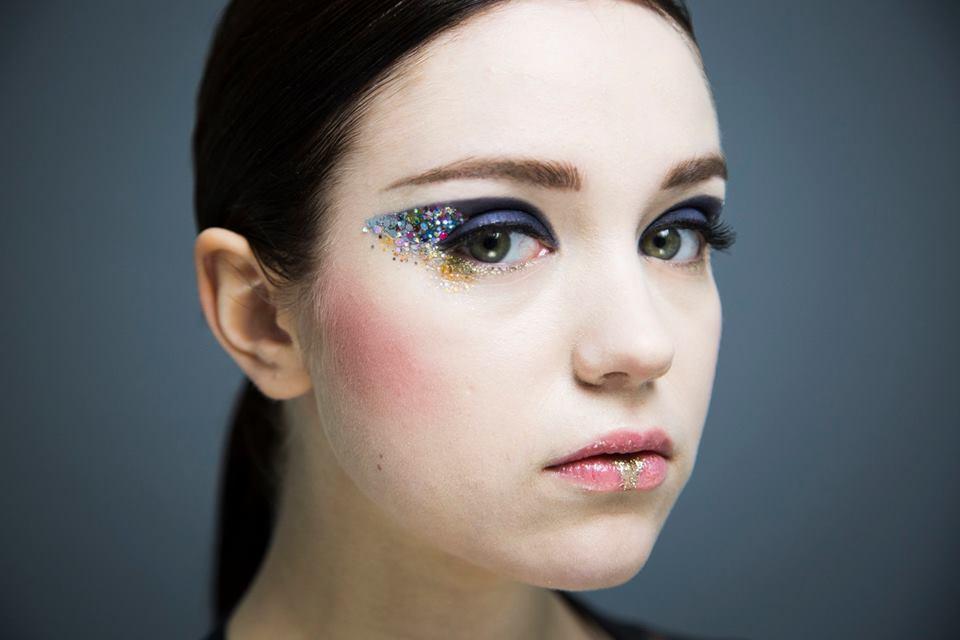 Pika- & klassinen meikkaus - Teemme myös pika- ja klassista meikkausta! Glittereillä tai ilman!Lisää infoa tai lookbookin meikeistä voit tilata täältä!