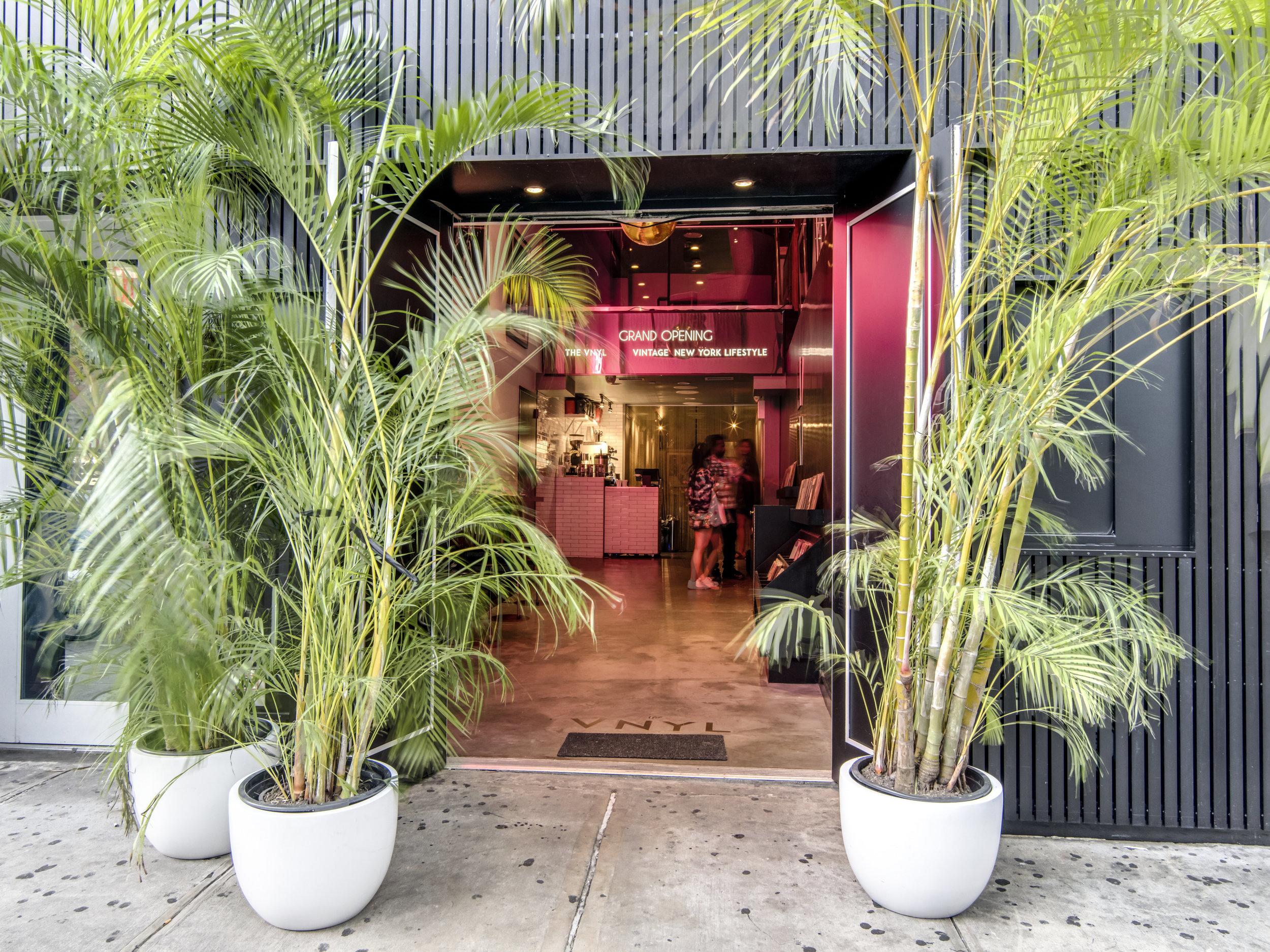 The Vnyl Bar Restaurant Night Club In Manhattan New York