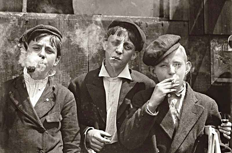 "Smoke 'em if you got 'em. Newsboys ""Saint Louey Moe"" 1910"