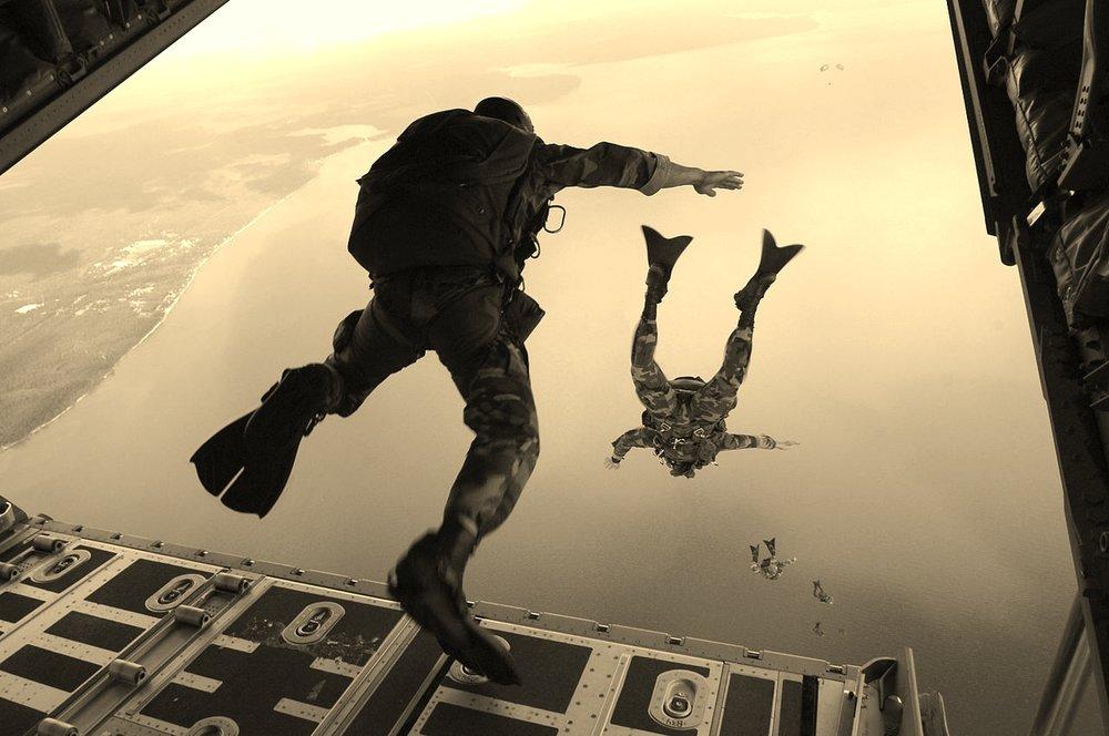 HQ SEAL Parachute Freefall Water Jump (1).jpg