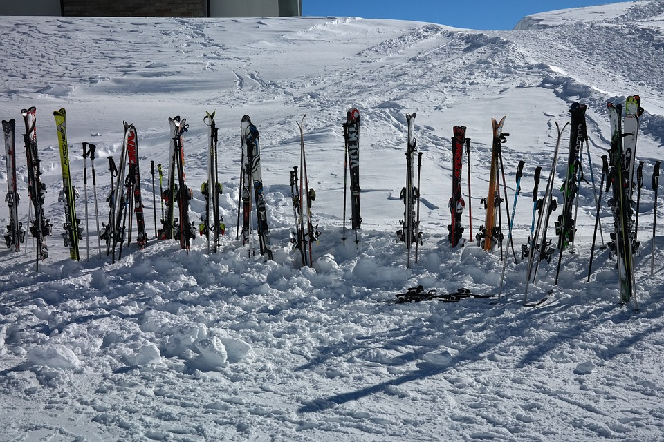 ski-poles-999264_960_720.jpg