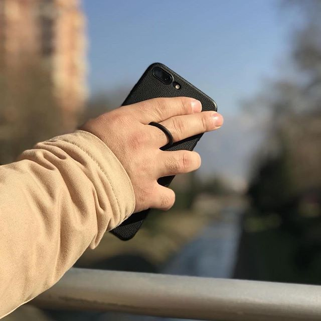 Hold your phone over the railing with no fear of dropping it! #securedbyloophole #loopholeusa #madeinusa . . . . . . #fashion #grip #phone #iphone #iphonex #iphone8 #samsung #gifts #giftsforhim #goftsforher #photography #photo #product #phonecase #phoneaccessory #newphone #newcase #crackedscreen #needit #want #wantit #need