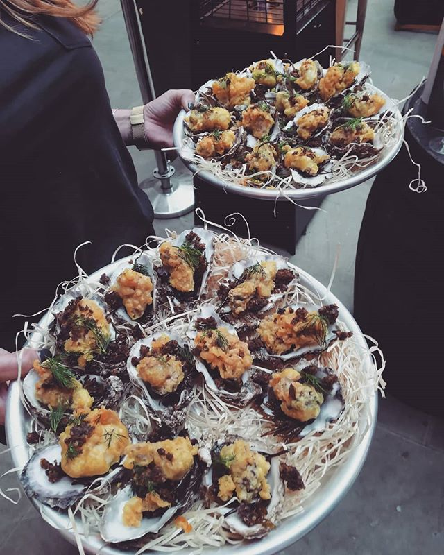A little #tbt to those oysters with haggis at our @bruichladdich and oyster Masterclass @macandwild with @buttymcconville @theoysterlady & @abigailclephane sharing the Oyster and whisky love!  #oysterrevolution #londonoysterweek #londonfood #londonevents #oystersofinstagram #oysters #whisky #food #LoveLondon #loveoysters #oysterlove #oysterlovers #haggis #scotland #cumbrae