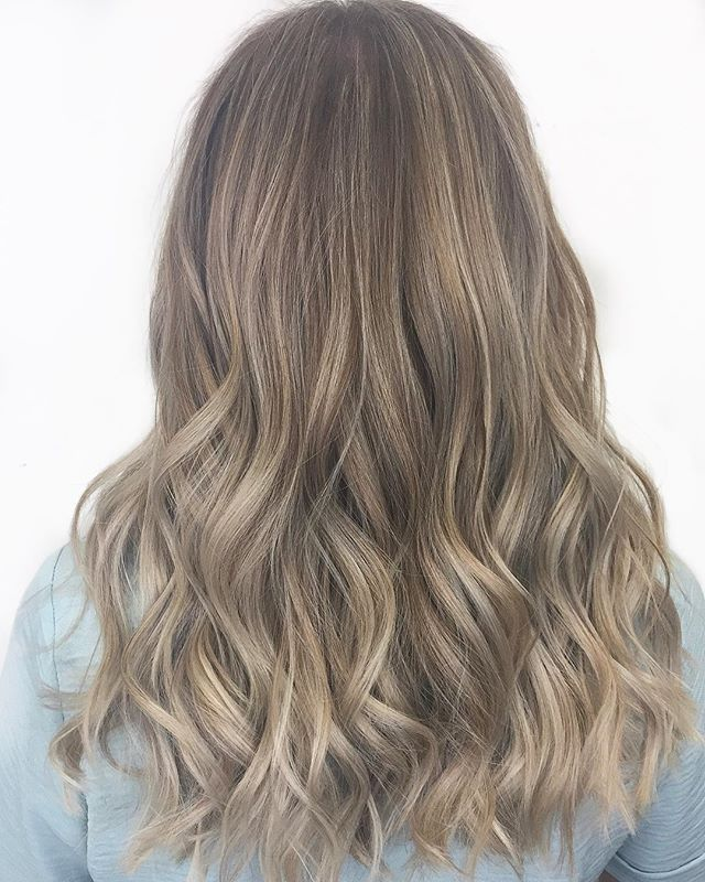 Babylights x Tone x Waves. . . . #trulytailoredcolour #babylights #balayage #beachwaves #beachblonde #ashblonde #olaplex #olaplexlove #moroccanoil #arganeveryday ##hairlove #hairlife #hairdresser #hairstyle #hairart #hairgoals #instadaily #instalove #instablog #styleblog #bloggerstyle #hairdressermagic #behindthechair #maneinterest #hairpainters