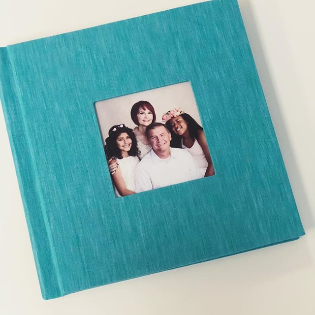 Love the fabric color on this gorgeous album! I've only ever tried the softer tones in the past. So glad we went bold on this one. ❤️