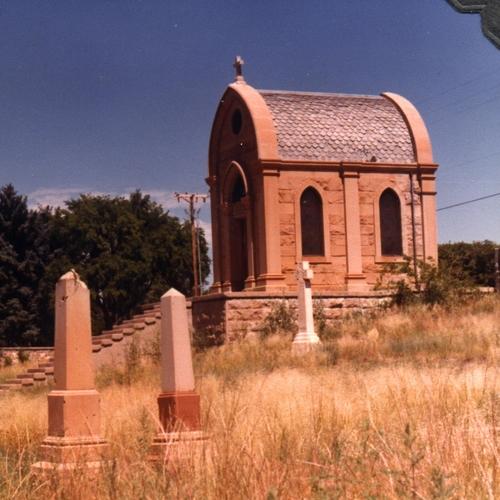 Manderfield Mausoleum, Rosario Cemetery