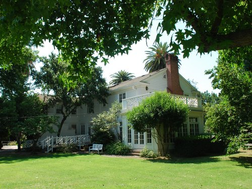 The Bear Creek Inn Is Premier Merced Bed And Breakfast Historically Known As White House It A 1930s Colonial Style Home Built By C Ray