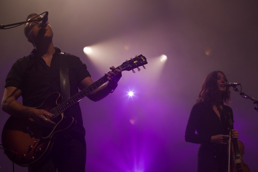Jason Isbell sings with his wife, Amanda Shires, at Middle of the Map Fest in Kansas City.
