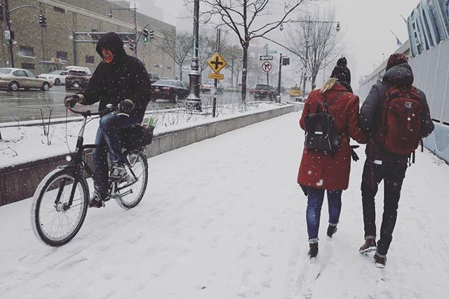Want to keep cycling even when it's snowy and icy? Here are some practical tips to stay safe while getting from A to B: ow.ly/jVBx30iVMbK . . . . . #mogi #mymogibag #cycling #winterriding #safetytips #bikecommute #cycling #loweryoursaddle #winter #biking #yogamat #yogamatbag #yogamatbags #yogaandcycling #cyclingandyoga