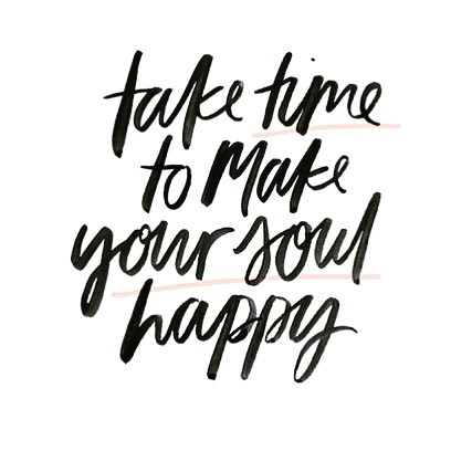 Happy Friday 💛 What are you doing this weekend to make your soul happy? 🧘🏼‍♀️ . . . . #selfcare #mogi #mymogi #inspirationalquotes #inspiration #inspirational #inspirationalquote #selflove #happyspring #mediatate #loveyourself #namaste #positivity #positivethinking #affirmations #mogibag