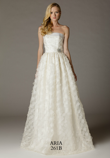 261b-aria-wedding-dress-primary.png