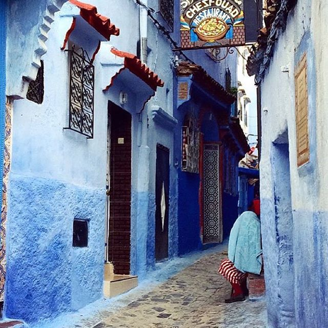 Blue Moroccan walls courtesy of @irinajo.co. Her page 👌🏾👌🏾👌🏾 ••••••••••••••••••••••••••••••••••••••••••• #POCtravel #wanderlust #grouptravel #solotravel #morocco