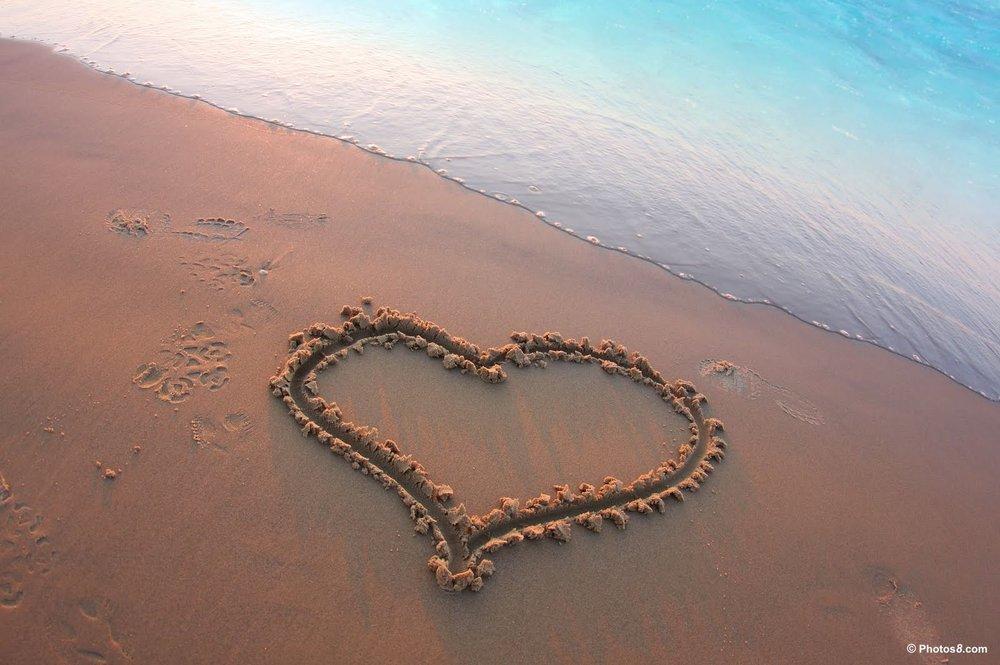 love_heart_on_beach_sand-other.jpg