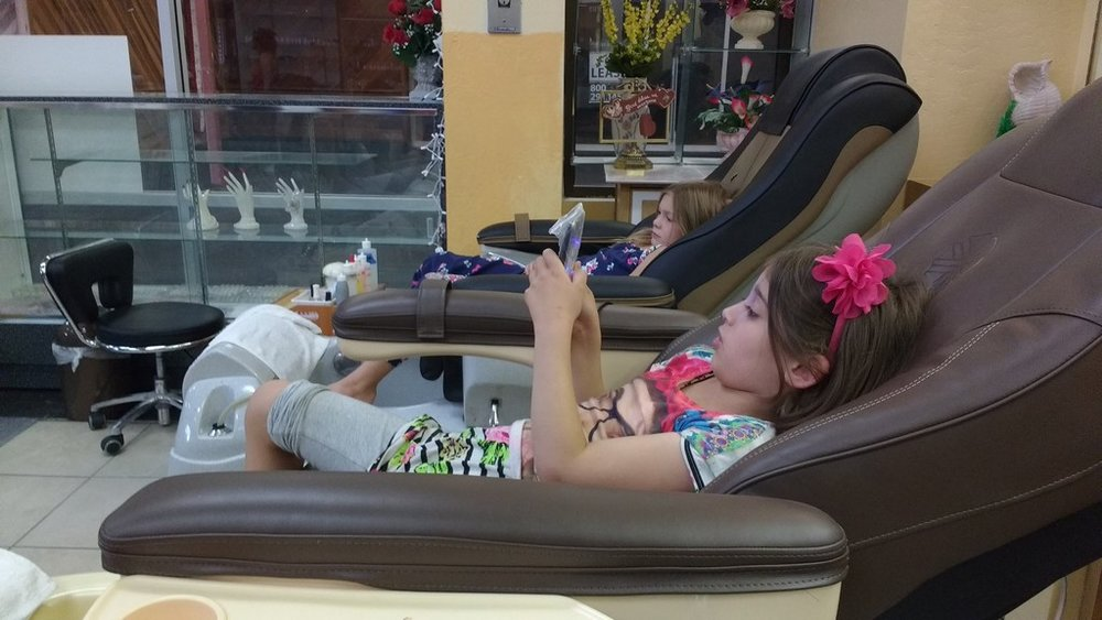 No, those aren't smart phones, they're the remotes for the chairs. And even if they were, why you gotta judge? Pedicures are about chilling.