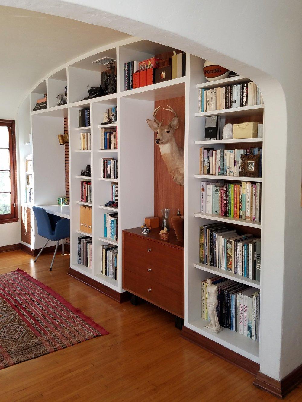 CUSTOM BUILT-IN BOOKCASE & DESK NICHE IN LIVING ROOM