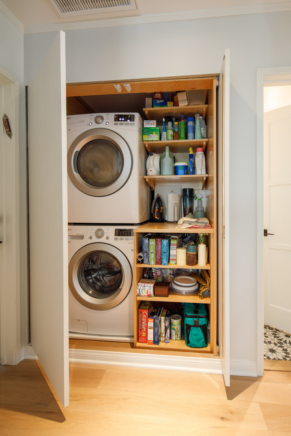 CONCEALED LAUNDRY WITH FOLDING AREA