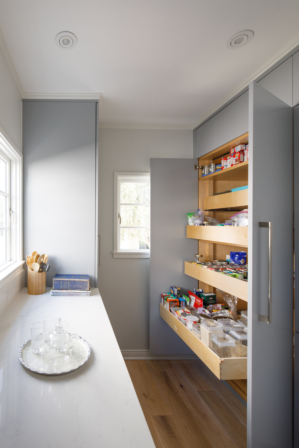 CUSTOM HEAVY DUTY PULL-OUT PANTRY SHELVES