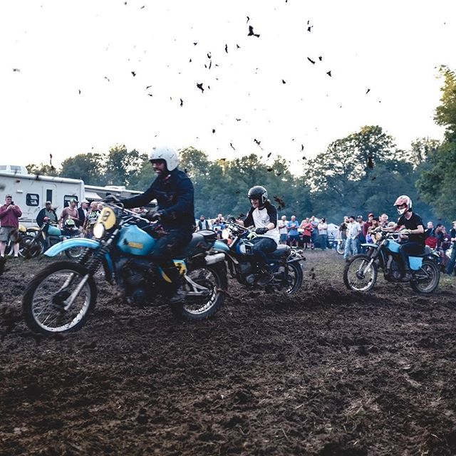 C&S amateur MX team ripping the campsite oval track. Mid Ohio 2017 was a good one 📷 @jessiejaytlp #yamaha #it250 #dt175 #it400