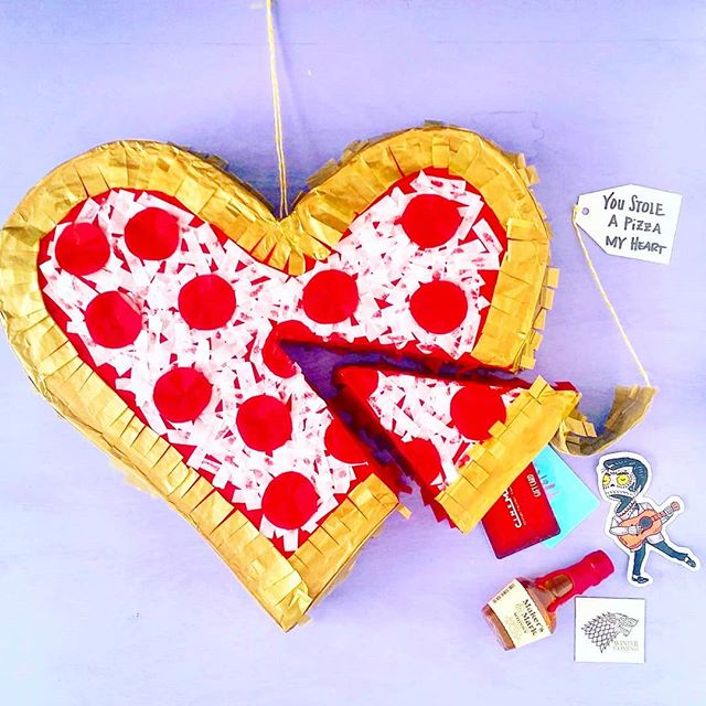 🍕Has someone stolen a pizza your heart?! 🍕Give them the gift of beating a pinata full of candy with a slice for extra gifts. 🎉 Pinata and gift box #ontheblog in the archives