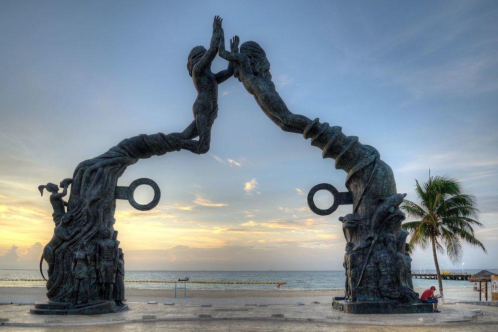"""""""El cierre del ciclo de la cuenta larga"""" in Playa del Carmen, Mexico."""