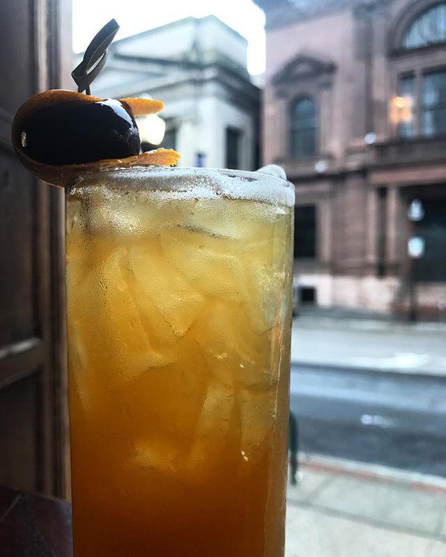 Black Eyed Susan just for today.. Henry Clay rye + muddled orange + pineapple + raps cherry wine liqueur + pale ale float 🐴🐴🐴 . . . . . . . . . . . . #craftcocktails #preaknessstakes #blackeyedsusan #bmoredrinks #baltimoredrinks #imbibegram #ryewhiskey #pimlico #alewifebaltimore