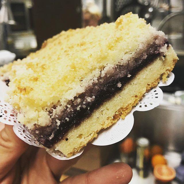 Marionberry pie bars at the #burienfarmersmarket  today! Go say hi 🥧 #high5pie #salmoncreekcafe #burienfarmersmarket #thursdays #shoplocal #pie #pieclub #piestyle #piepiepie #pielife #burien #burienlife #seattle #washington