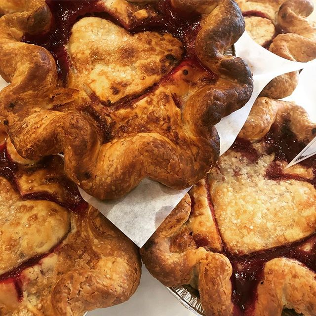 Get your pi(e) day on tomorrow at @salmoncreekcafe ! All slices will be $3.14🔥🔥 #piday #pieday #salmoncreekcafe #high5pie #pieforeveryone #pieaf #allbuttercrust #pielove #piepiepie #piestyle #burien #whitecenter #shorewood #seattle #washington