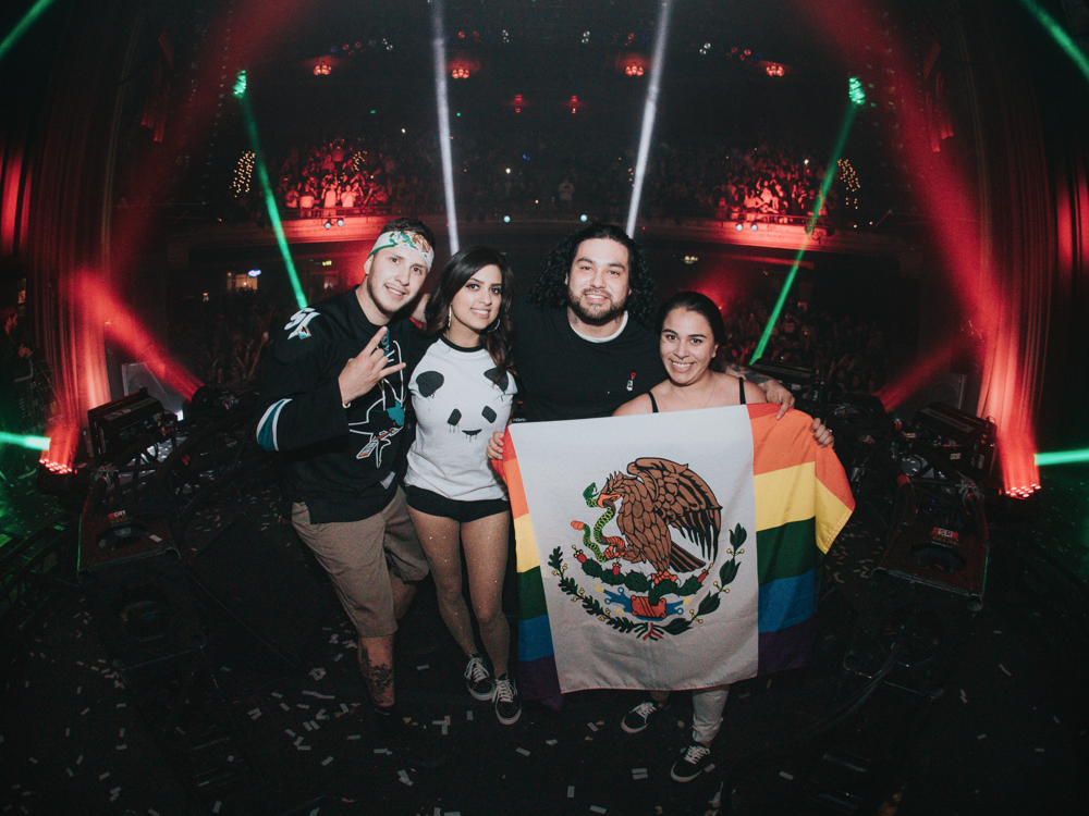 deorro-fan-group.png