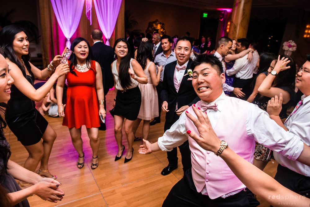 Groomsmen Shows off Silly Side on Dance Floor