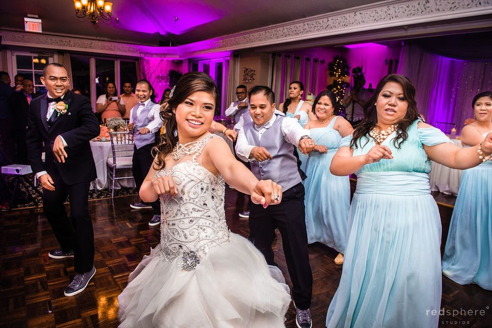 Bride and Guests Coordinated Dancing