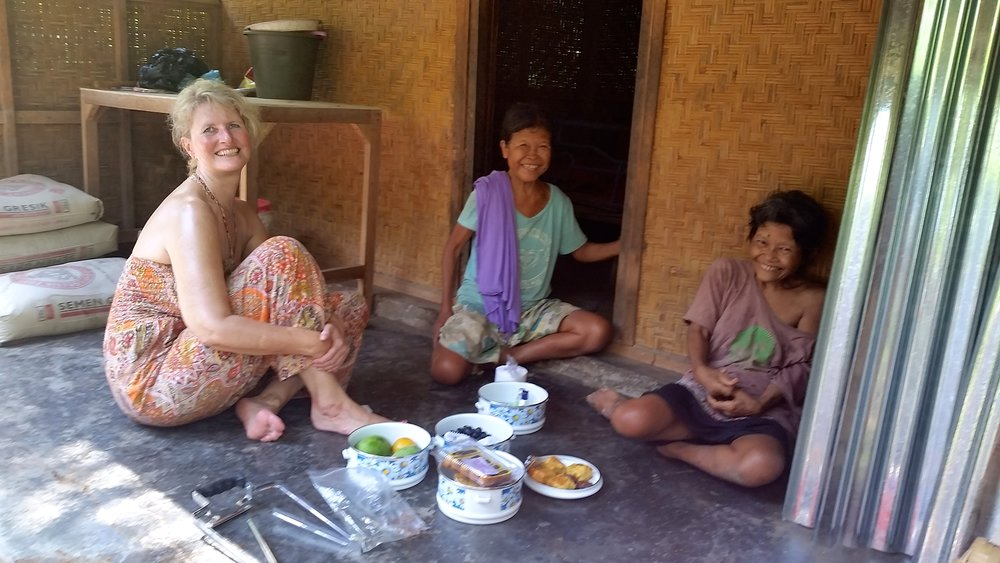 Petra, Kunning and Bunter. Petra and I had just delivered a few items for their new kitchen...