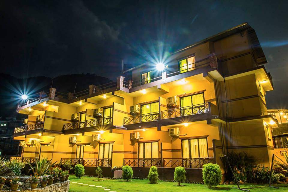 full_hotel-lake-front-front-night-baidam-pokhara_1500888080.jpg