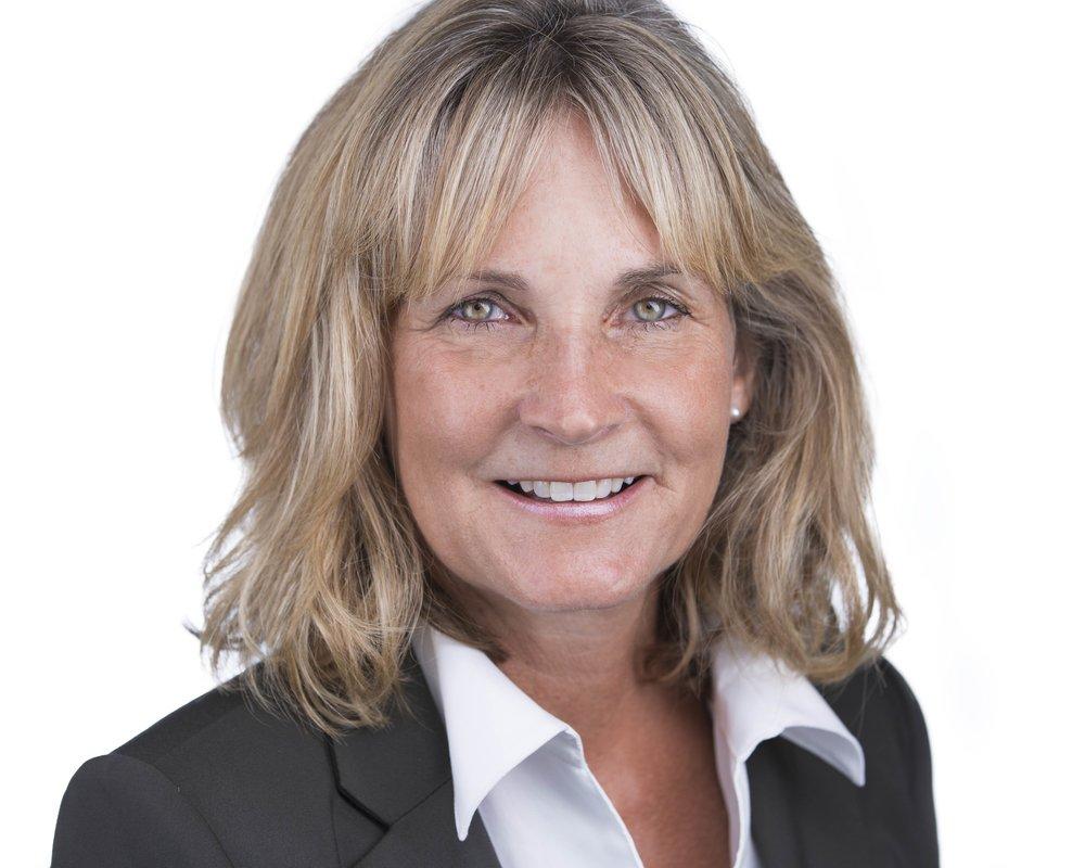 Leslie Brey - Shorewest Realtors - Premier Milwaukee Headshots