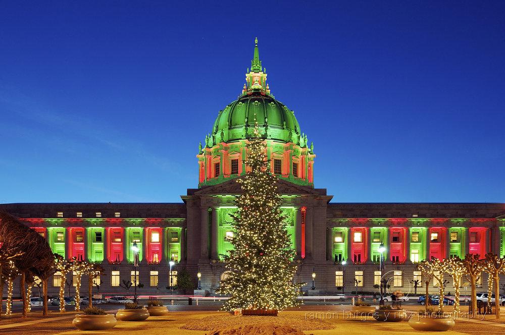 SF-City-Hall-Lit-Up-for-Christmas-Eve.jpeg