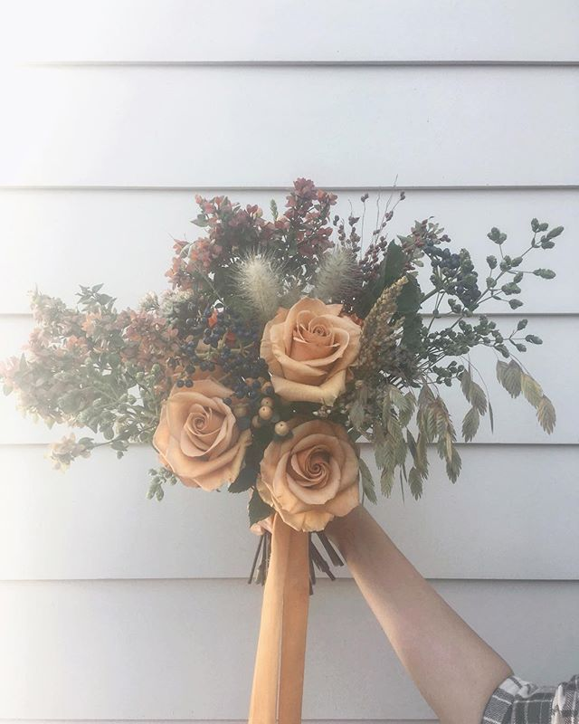 ⏰Shop hours update⏰: We are closed the next two weekends to install our last weddings of the year; back at the shed slinging flowers on Dec. 1 & 2. If you'd like to order an arrangement for Thanksgiving, please email me at hello@helloflowersshop.com.