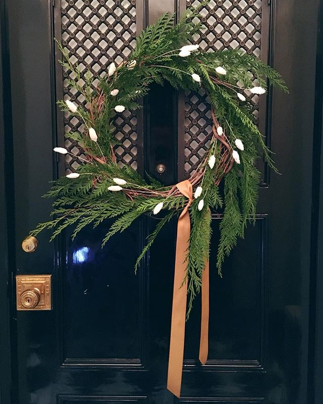 Wreath ribbons that match the doorknob 👌 Swing by the shed tomorrow (Sunday 11am–2pm) for some holiday merriment and make a mini wreath to take home (perfect as present toppers or tiny door decor!). • We're open all weekend (and we still have a few big wreaths left but hurry!).