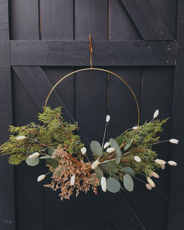 Last weekend for holiday wreaths and fleurs before we close for winter break (we'll reopen next year for Valentine's Day!). Come hang and say hello!