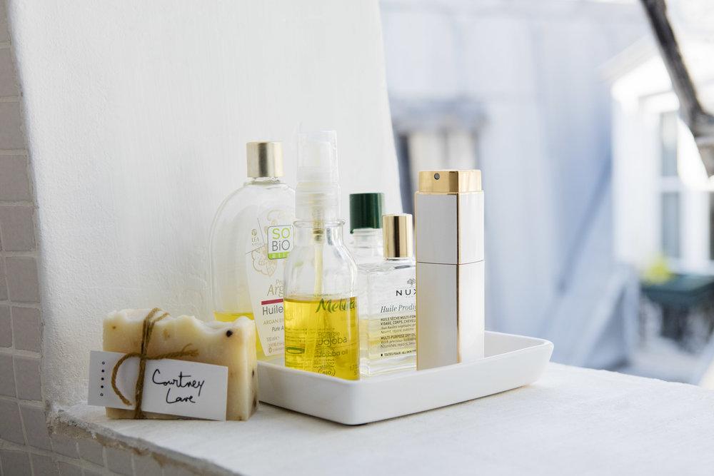 Copy of Huile de jojoba, huile d'argan, Huile Complexe 5 Furtherer, Huile Merveilleuse Nuxe et parfum Coco Chanel.