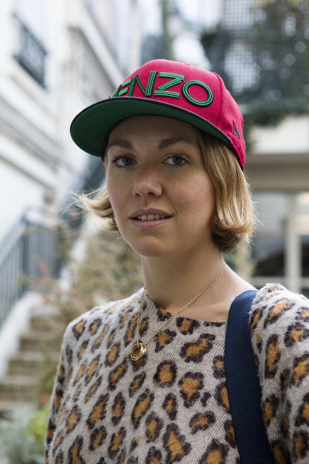 Casquette: Kenzo. Pull: Acne. Photos:Corinne Stoll.