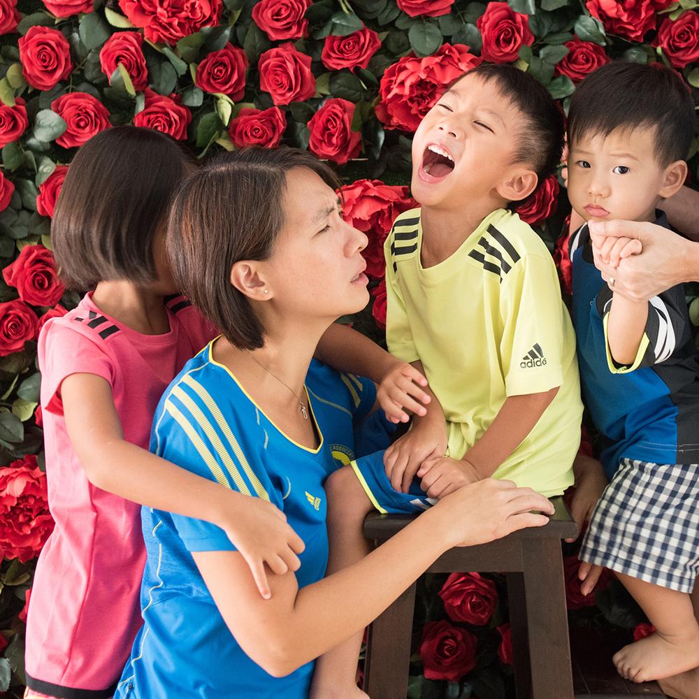singapore-family-candid-portrait-parenting-02