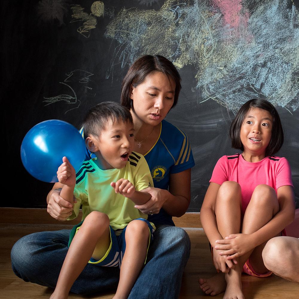 singapore-family-candid-portrait-parenting-04