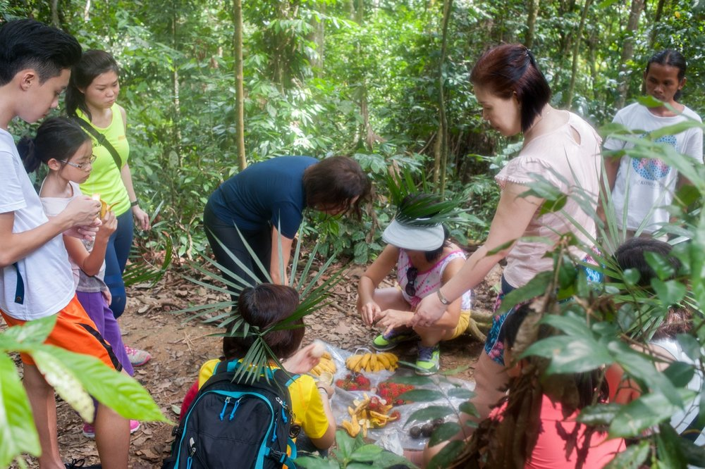 The guides prepared nasi and fruit picnic on the trek.