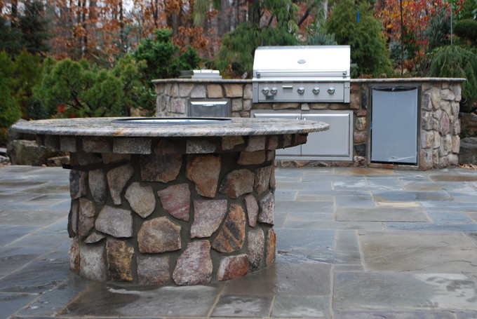 Outdoorkitchen_firepitcombo_455_815.JPG