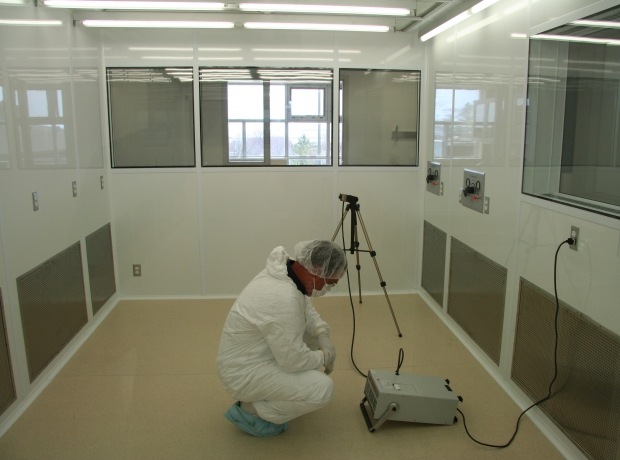 Cleanroom_Particle_Counting.jpg