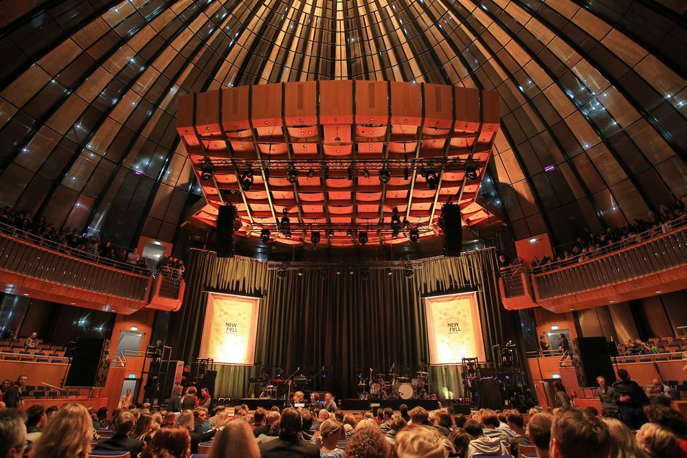 Indoor in autumn: New Fall Festival (here) at the Tonhalle Düsseldorf Photo Credit: Thomas Quack / New Fall Festival