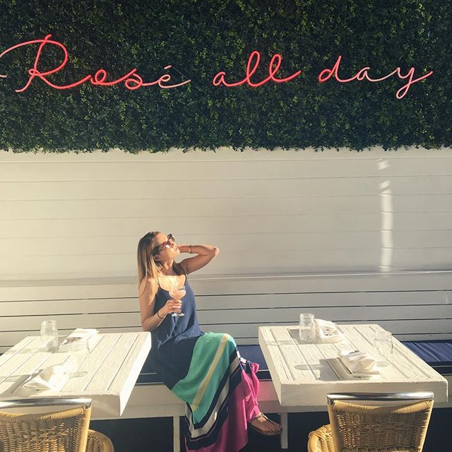 Can I get an AMEN 🙌? Sunday Funday! ••••••••••••••••••••••••••••••••••••••••••••••••• #roseallday #sundayfunday #motd #theLoop #ootd #downtown #chicagogram #Chicago #chicagogrammers #champagneshowers #sunshine #maxidresses #brunch #brunchsohard