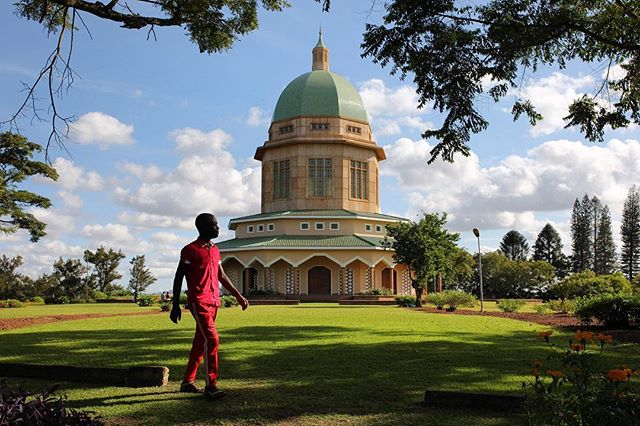 I took a trip to the Bahai Temple in Kampala today. It is the biggest of the kind in Africa. Unfortunately it isn't allowed to photograph inside the temple but it looks beautiful on the inside too. #bahaitemple #uganda #kampala #eastafrica